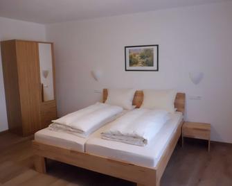 Hotel Restaurant Zur Pfanne - Urbar (Mayen-Koblenz) - Bedroom