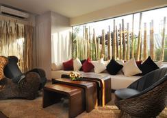 Bamboo House Phuket - Karon - Hành lang