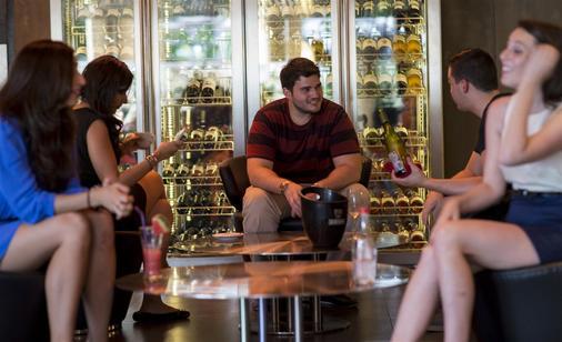 Sukhumvit Suites Hotel - Bangkok - Bar