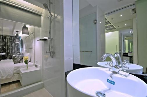 Sukhumvit Suites Hotel - Bangkok - Bathroom