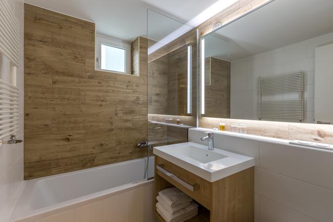 M Hotel Ljubljana - Ljubljana - Bathroom