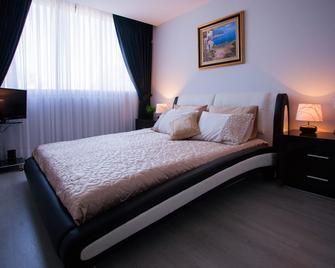 Elis Boutique Hotel - Bat Jam - Bedroom