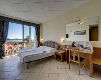 Hotel Residence Zust - Verbania - Schlafzimmer