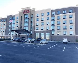 Hampton Inn & Suites Newport/Cincinnati - Newport - Building