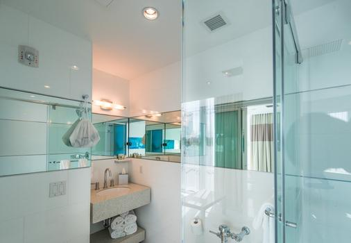Clevelander Hotel - Miami Beach - Bathroom