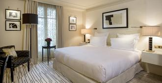Hôtel Montaigne - Paris - Bedroom