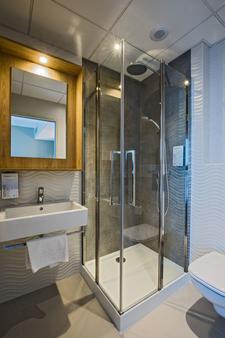 Campanile Rennes Centre - Gare - Rennes - Bathroom