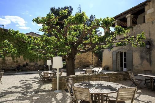 Domaine Des Escaunes - Sernhac - Outdoors view