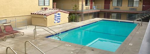 Crimson Hotel - Manhattan Beach - Pool