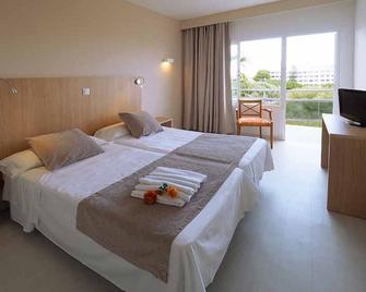 Hotel y Apartamentos Playamar - S'Illot - Bedroom