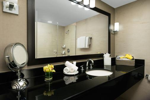 Hyatt Centric Arlington - Arlington - Bathroom