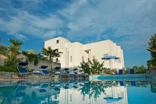 Park Hotel La Grave - Castellana Grotte - Κτίριο