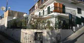 Sanfralù - Ercolano - Rakennus