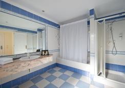 巴努斯藍灣酒店 - 馬貝雅 - 馬貝拉 - 浴室