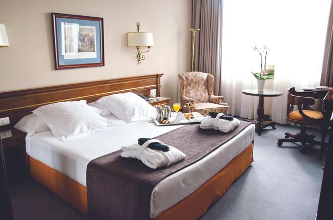 Hotel Miguel Angel - Madrid - Makuuhuone