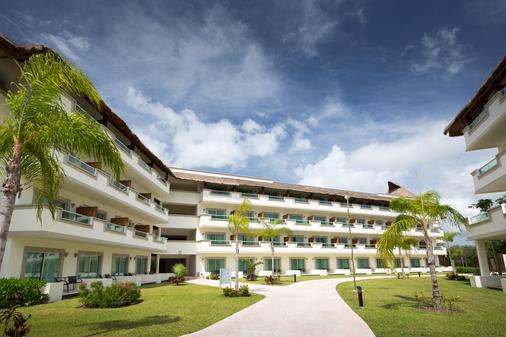 Bluebay Grand Esmeralda - Playa del Carmen - Building