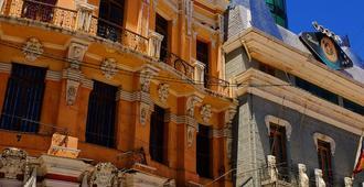 Hotel Akros by Bluebay - Quito - Building