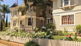 Cheshire Cat Inn & Cottages - Santa Barbara - Building