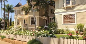 Cheshire Cat Inn & Cottages - Santa Bárbara - Edificio