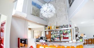L'Alba Hotel - Marina Di Pietrasanta - בר