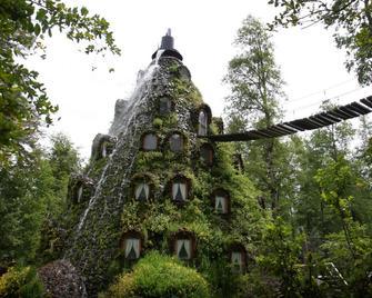 Huilo Huilo Montaña Magica - Neltume - Building