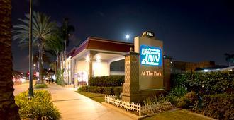 Anaheim Discovery Inn & Suites - Анахайм - Здание