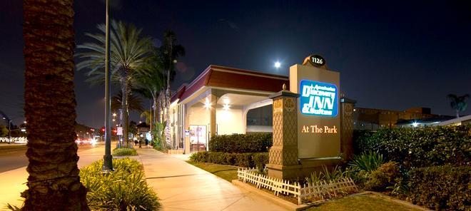 Anaheim Discovery Inn & Suites - Anaheim - Gebäude