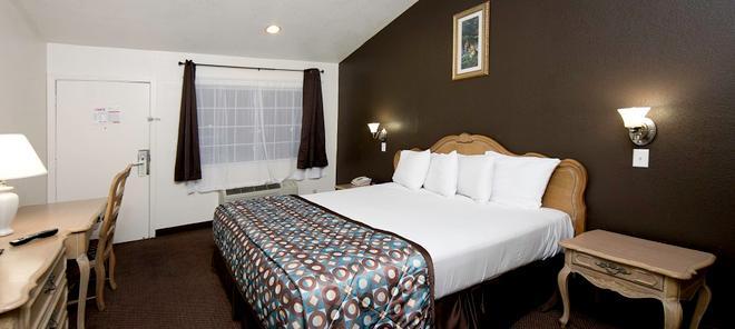 Anaheim Discovery Inn & Suites - Anaheim - Schlafzimmer
