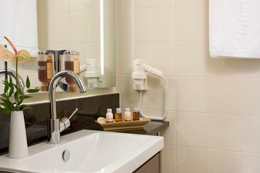 Intercityhotel Essen - Essen - Bathroom