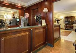 Aurelius Art Gallery Hotel - Rom - Rezeption