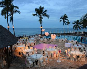 Ledger Plaza Bahari Beach Hotel - Dar es Salaam - Piscina