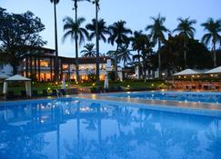 Lake Victoria Hotel - Entebbe - Piscina