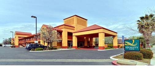 Quality Inn Fresno Near University - Fresno - Gebouw