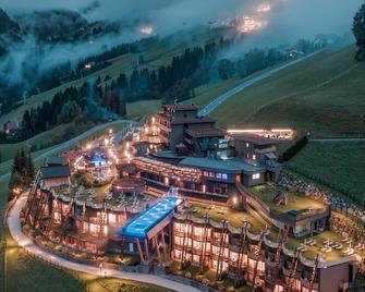 Alpin Panorama Hotel Hubertus - Valdaora - Будівля