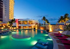 Krystal Grand Punta Cancun - Cancún - Piscine