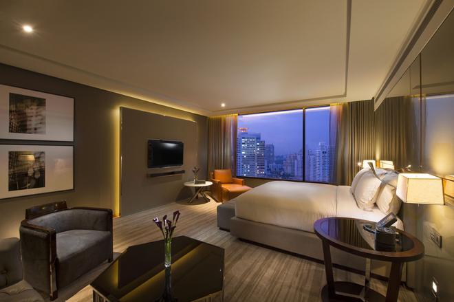 曼谷素坤逸希爾頓酒店 - 曼谷 - 臥室