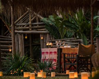 Four Seasons Tented Camp Golden Triangle - Chiang Saen - Building