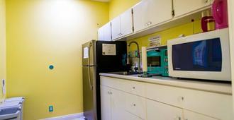 The Big Island Hostel - Hilo - Kitchen