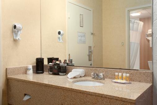 Quality Inn Bangor Airport - Bangor - Bathroom