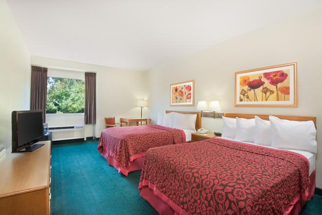 Days Inn by Wyndham Fremont - Fremont - Habitación