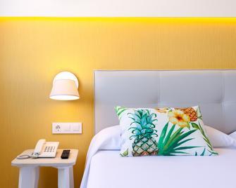 Hotel Tropical Park - Callao Salvaje - Bedroom