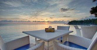 Matahari Tulamben Resort, Dive & Spa - Kubu - Βεράντα