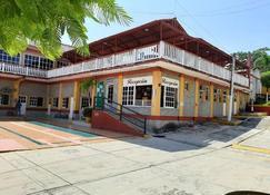Hotel y Bungalows Monteverde - Playa de Chachalacas - Gebäude