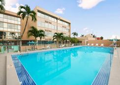 Days Inn by Wyndham Miami International Airport - Miami - Piscina