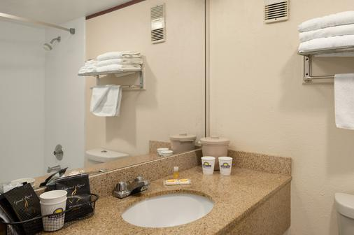 Days Inn by Wyndham Miami International Airport - Miami - Baño