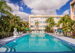 Days Inn by Wyndham Miami International Airport - Miami - Bể bơi