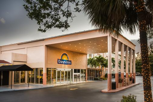 Days Inn by Wyndham Miami International Airport - Miami - Edificio