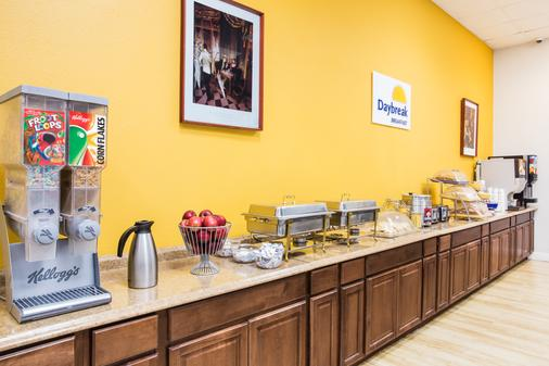 Days Inn by Wyndham Miami International Airport - Miami - Buffet