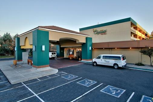 Ramada Plaza by Wyndham Albuquerque Midtown - Albuquerque - Building