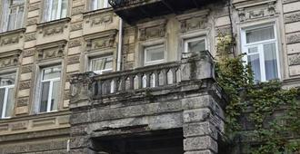 Hostel Tbili C - Feel Like At Home, Away From Your Home - Tbilisi - Building